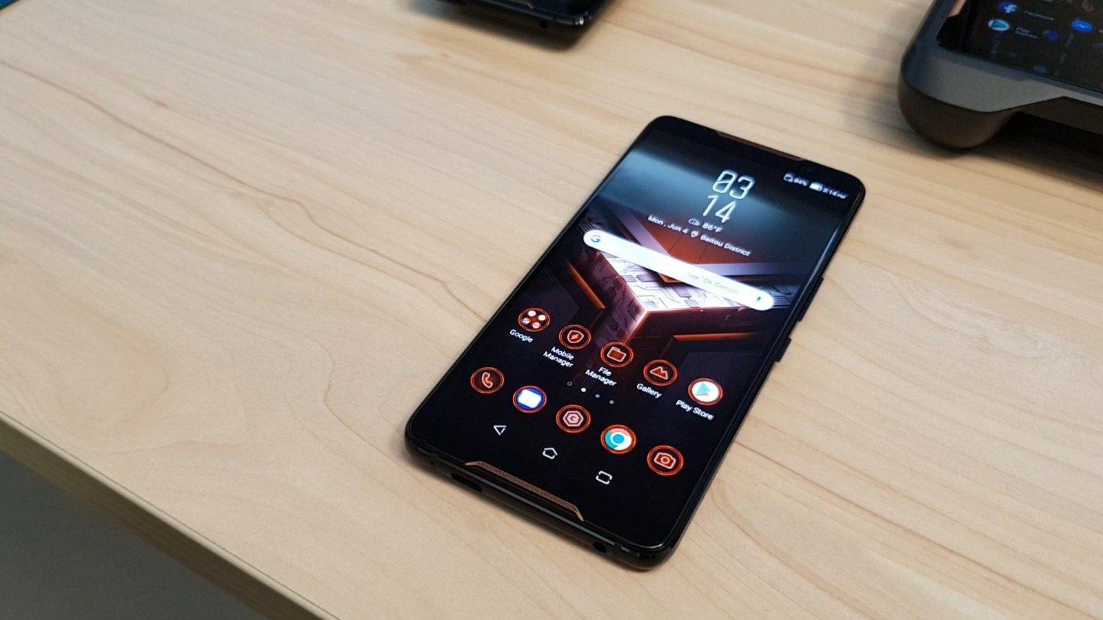Oyuncular hazır olsun: Asus ROG Telefon bu ay ABD'ye geliyor