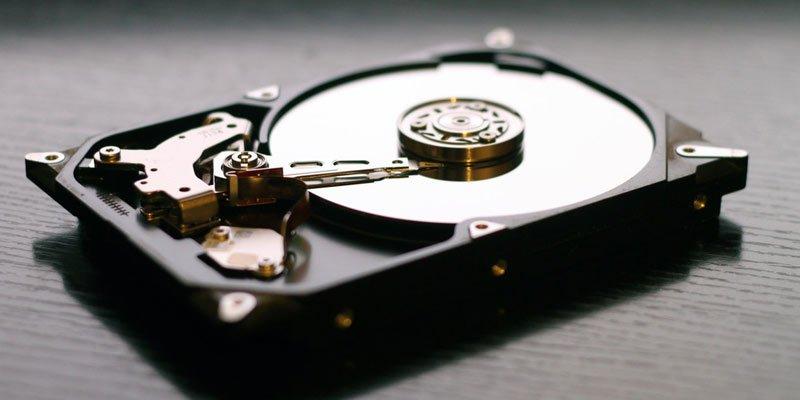 Sabit disk sürücüsü nasıl birleştirilir?